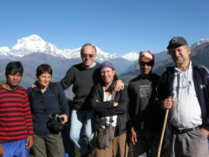 Pierangelo Fabbri con un gruppo di viaggiatori sull'Annapurna in Nepal