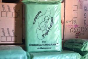 Les dons offerts par la communauté musulmane à l'occasion de la venue du Pape à Madagascar.