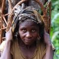 Foto: donna Baka (Congo) © Fiore Longo / Survival
